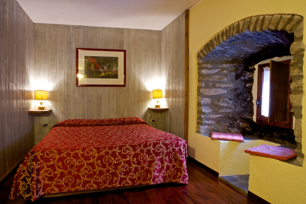 Click to enlarge image hotel-dolonne-courmayeur-camera-1.jpg